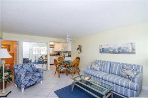#120 At Surf Song Resort, Apartments  St Pete Beach - big - 12