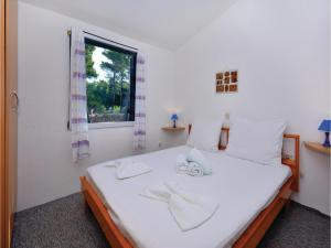 Two-Bedroom Apartment in Jelsa, Apartments  Jelsa - big - 14