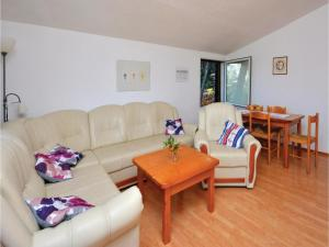 Two-Bedroom Apartment in Jelsa, Apartments  Jelsa - big - 11