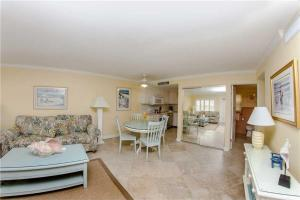 #224 At Surf Song Resort, Apartmány  St Pete Beach - big - 11
