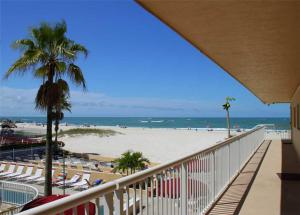 #224 At Surf Song Resort, Apartmány  St Pete Beach - big - 1