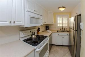 #224 At Surf Song Resort, Apartmány  St Pete Beach - big - 12