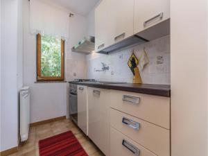Two-Bedroom Apartment in Visnjan, Apartmanok  Tinjan - big - 19