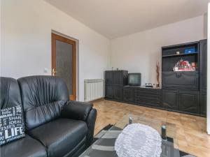 Two-Bedroom Apartment in Visnjan, Apartmanok  Tinjan - big - 3