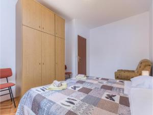 Two-Bedroom Apartment in Visnjan, Apartmanok  Tinjan - big - 7