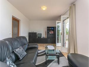 Two-Bedroom Apartment in Visnjan, Apartmanok  Tinjan - big - 14