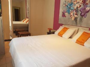 Amogelang Guest House, Holiday homes  Kasane - big - 6
