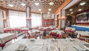 Grand Hotel Europa, Отели  Ривизондоли - big - 41