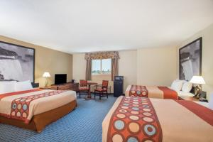 Superior Queen Room with Three Queen Beds - Non-Smoking