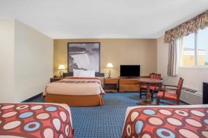 Superior Queen Room with Three Queen Beds - Smoking