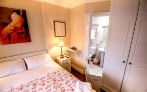 Aaron House B&B, Bed & Breakfasts  Galway - big - 10