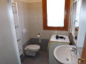 Villa Orchidea With Pool, Ville  Varenna - big - 5