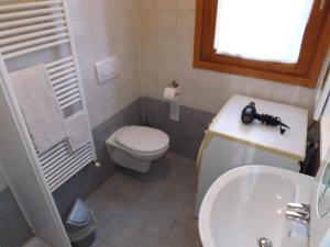 Villa Orchidea With Pool, Ville  Varenna - big - 32