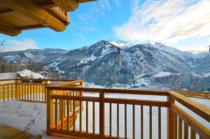 Ski-in / Ski-out Chalet Maiskogel 13a by Alpen Apartments