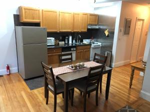 Beautiful 1 Bedroom Apt - 11, Apartmanok  Boston - big - 2
