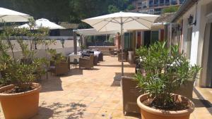 T2 Les Restanques de St Tropez, Апартаменты  Гримо - big - 32