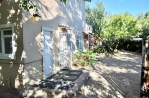 Paris Road Studio Apartments, Appartamenti  Somerset West - big - 33