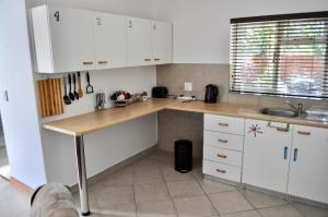 Paris Road Studio Apartments, Appartamenti  Somerset West - big - 42