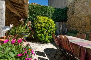 Le Jardin de la Sals (Ecluse au Soleil), Bed & Breakfasts  Sougraigne - big - 30