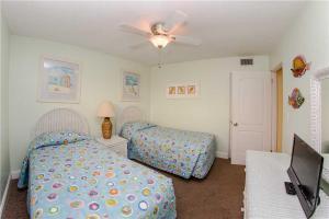 #225 At Surf Song Resort, Apartmanok  St Pete Beach - big - 19