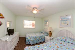 #225 At Surf Song Resort, Apartments  St Pete Beach - big - 21