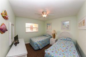 #225 At Surf Song Resort, Apartmanok  St Pete Beach - big - 13