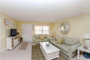 #225 At Surf Song Resort, Apartmány  St Pete Beach - big - 12