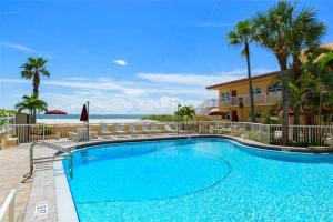 #225 At Surf Song Resort, Apartmanok  St Pete Beach - big - 11