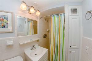 #225 At Surf Song Resort, Apartments  St Pete Beach - big - 10