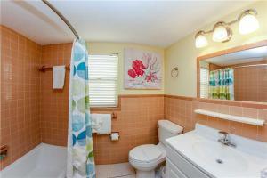 #225 At Surf Song Resort, Apartmanok  St Pete Beach - big - 8