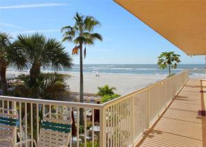 #225 At Surf Song Resort, Apartmanok  St Pete Beach - big - 1
