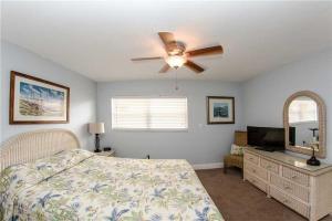 #225 At Surf Song Resort, Apartments  St Pete Beach - big - 5