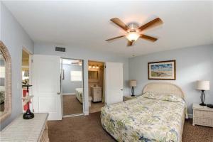 #225 At Surf Song Resort, Apartments  St Pete Beach - big - 2