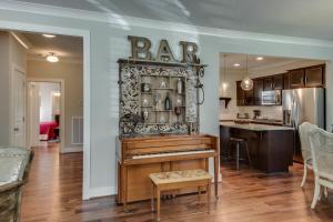 Arts and Crafts Home with Nashville Style, Ferienhäuser  Nashville - big - 10