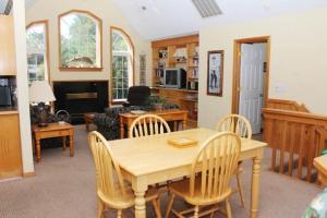 Stowe-Aways Home, Holiday homes  Corolla - big - 4