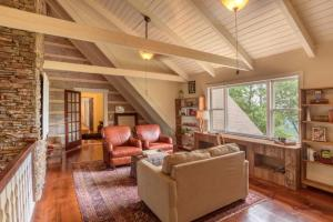 Dovetail Lodge Home