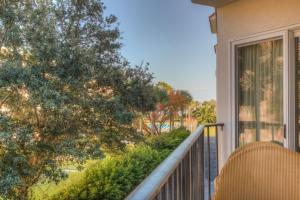 Beach Club 205 Apartment, Apartments  Saint Simons Island - big - 3