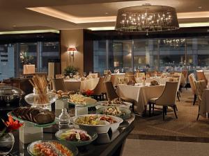 Joy~Nostalg Hotel & Suites Manila Managed by AccorHotels, Апарт-отели  Манила - big - 14