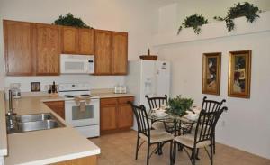 Grand Reserve House 937, Holiday homes  Davenport - big - 29