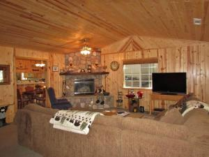 050 Mountain Getaway Home, Holiday homes  Big Bear Lake - big - 15