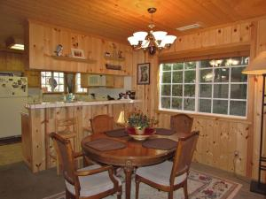 050 Mountain Getaway Home, Holiday homes  Big Bear Lake - big - 10