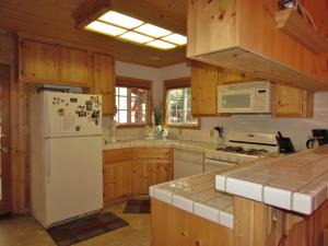 050 Mountain Getaway Home, Holiday homes  Big Bear Lake - big - 9