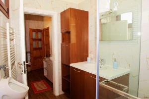 Villa Berberi, Апартаменты  Тирана - big - 40