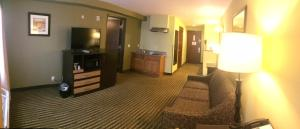 King Suite with Sofa Bed - Disability Access/Non-Smoking