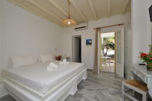 Surfing Beach Village Paros, Hotel  Santa Maria - big - 3
