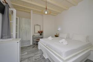 Surfing Beach Village Paros, Hotel  Santa Maria - big - 2