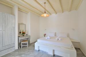 Surfing Beach Village Paros, Hotel  Santa Maria - big - 33
