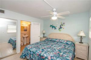 #121 At Surf Song Resort, Apartmanok  St Pete Beach - big - 11