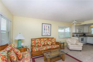 #121 At Surf Song Resort, Apartmanok  St Pete Beach - big - 10