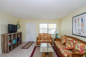 #121 At Surf Song Resort, Apartmanok  St Pete Beach - big - 5